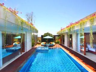 Nusa Dua 9 minutes Beach Villa Wilfrey
