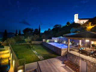 Modern Villa Festa