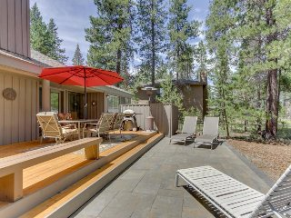 Well-stocked home with private hot tub and lots of room! Free SHARC access!