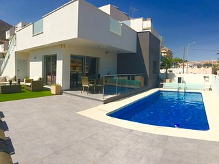 NEW LUXURY DETACHED MODERN 3 BED BEACH VILLA WITH PRIVATE POOL, WIFI IN BOLNUEVO