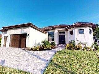 927 S Flamingo Cir. -Stunning!!! Brand New House, 5 min walk to beach access!