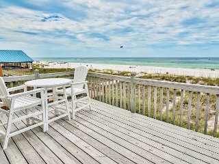 3BR Beachfront w/ Wet Bar & Outdoor Shower – Walk to Dining & Nightlife