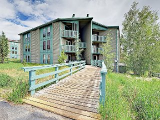 Remodeled 3BR Condo in Heart of Ski Country – Clubhouse with Pool & Hot