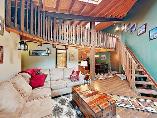 Remodeled 3BR Condo in Heart of Ski Country – Clubhouse with Pool & Hot Tubs