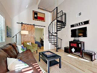 1BR w/ Loft in the Heart of Downtown Austin!