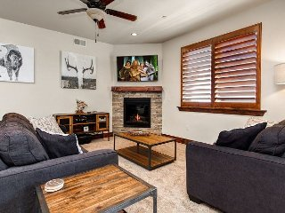 Updated 2BR Condo w/ Fireplace Near Skiing – Private Garage