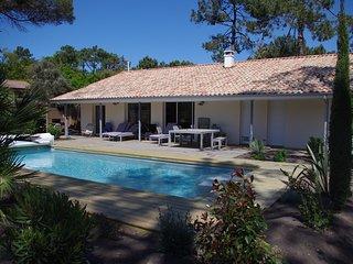 Villa  neuve pour 10 personnes dans la pinede