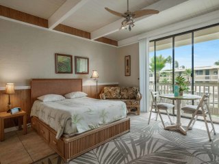 Island Vibe w/Kitchen+Laundry Ease, Lanai, WiFi, TV, AC, Ceiling Fan–Kona Bali