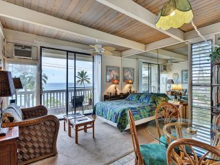 Kona Bliss! Comfy Condo w/Island Decor, AC, WiFi, Lanai, Kitchen–Kona Bali Kai