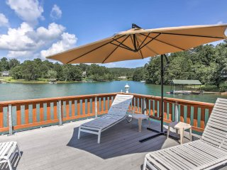 Lake Nottely Home w/ Lake Access & 2-Level Dock!