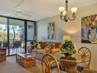 A Hawaii Hit! Island Living Steps from Sand, Full Kitchen, WiFi–Kamaole Sands
