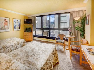 Action at your doorstep! Studio w/AC, WiFi, Flat Screen+Kitchenette–Waikiki