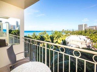 Tropical Studio w/Ocean View, Free WiFi, Modern Kitchenette–Waikiki Shore 615