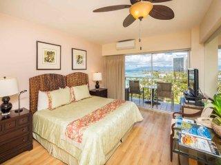 Modern Meets Tropics! Ocean View Suite w/Free WiFi, Kitchenette–Waikiki Shore