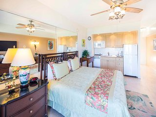 Easy Island Living w/Ocean View, Full Refrigerator, Free WiFi–Waikiki Shore