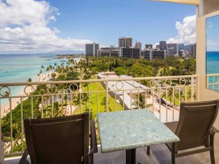 Upgraded Studio w/Radiant Pacific View, Free WiFi, Kitchenette–Waikiki Shore