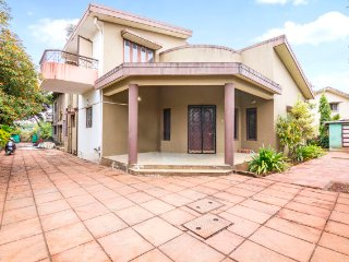 3-BR villa with a pool, 2.8 km away from Lonavla Lake