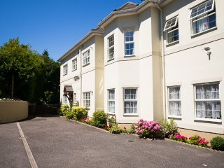 Flat 2 Regency Court,  2 bed ground floor flat with parking,nr beach and town