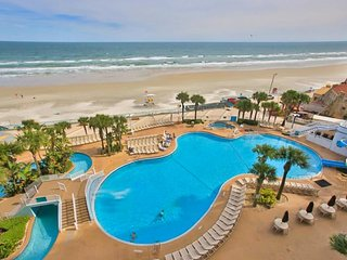 Oceanfront destination w/ pools, hot tubs, mini-golf, & gym - snowbirds welcome!