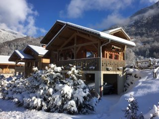 A 5 bedroom chalet with mountain views and a terrace – 2km from the slopes!