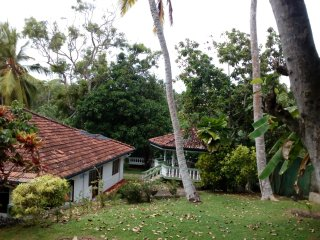'Sandasaranay'4 bed holiday bungalow lovely location with quick walk to beach