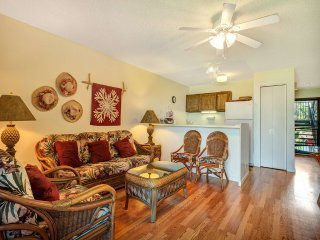 Relaxed Style+Lush Vista! Wood Floors, Cable TV, Kitchen, Lanai–Molokai Shores