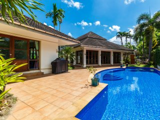 3 bedroom private pool villa in Kathu golf, great for families and friends!