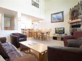West Condominiums - W3533