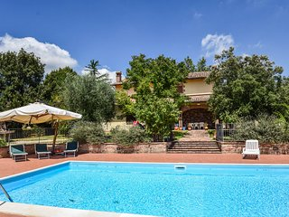 Detached villa with private pool at 1 km from village, 20 from Todi. 5 bedrooms.