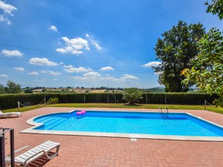 Villa with private pool, air conditioning, 1km from village/restaurants/shops