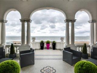 Villa de prestige face a la baie de la Baule