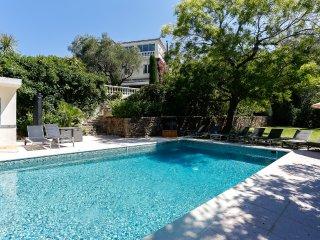 Villa avec grand jardin et piscine à Cannes