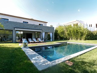 Belle villa contemporaine pres de Mougins