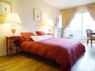 Chic studio near Tour Eiffel w/WiFi