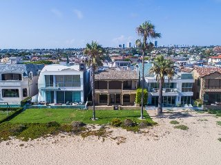 Oceanfront Custom Home on the Sand - 5 Houses from Wedge