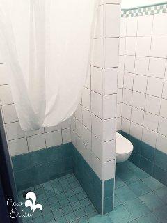 Il bagno ristrutturato nel 2017 (2)