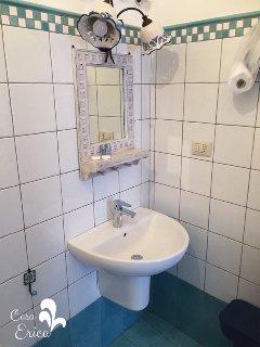 Il bagno ristrutturato nel 2017 (3)