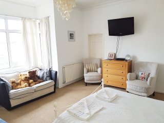 Large Victorian Rm 4, close to sea, sleeps 3