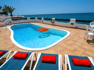 Frontline Villa in Puerto del Carmen- Sea View, Private pool, AC, WiFi LVC198554