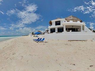 Casa del Secreto- Stunning Beach Front Villa