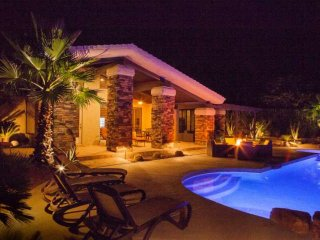 Desert Jewel! Cooling Patio Misters, Beautiful Mountain Views-Walk to El Paseo,