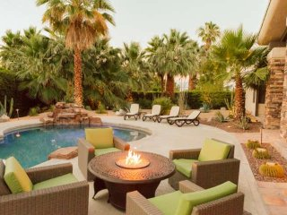 Desert Jewel! Cooling Patio Misters, Beautiful Mountain Views-Walk to El Paseo s