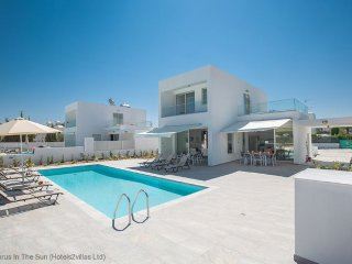 Cyprus In The Sun Celebrity HollyOaks Villas 3 Platinum