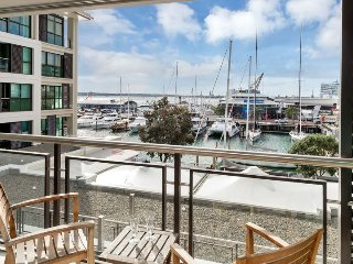 The Quays Large Serviced Apartment,, Auckland Viaduct Harbour with Parking