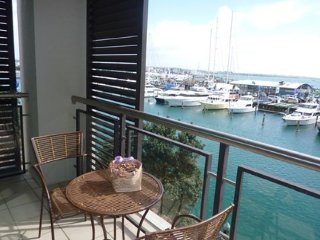Waterfront Two Bedroom Serviced Apartment in the Heart of the Viaduct Area, Auck