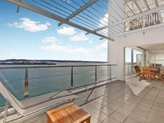 Spacious Waterfront Apartment on 5th Floor Princes Wharf, Auckland with Large We