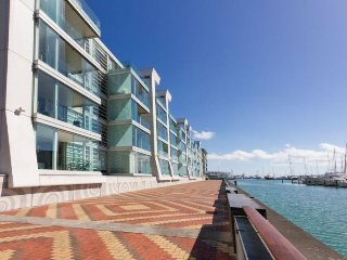 2 Bedroom Auckland Viaduct Harbour Serviced Apartment