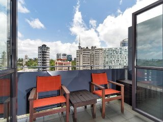 Two Bedroom One Bathroom Apartment in Quiet Legal District of Auckland, New Zeal