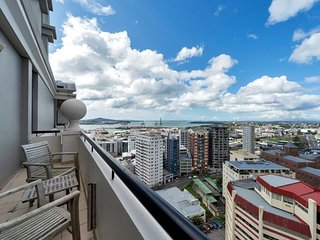 Stylish 2 Bedroom Apartment in the Peaceful Leafy Legal District of Auckland