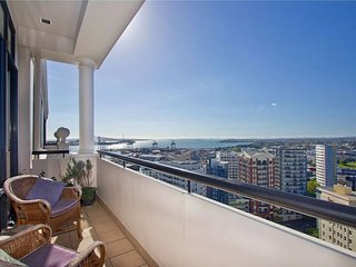 Auckland City Serviced Penthouse Apartment Accommodation- Water and Sea Views